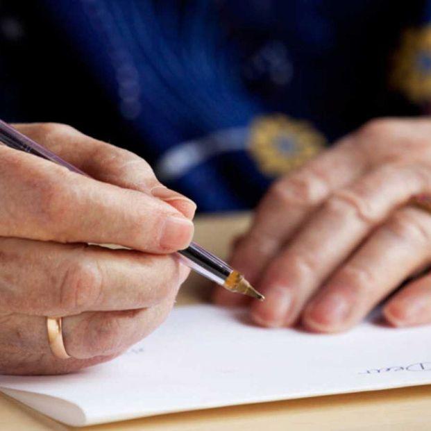 Mayores escribiendo