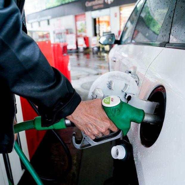 La OCU detecta un posible ahorro del 26% en combustible dependiendo de la gasolinera donde pares . Foto: Europa Press