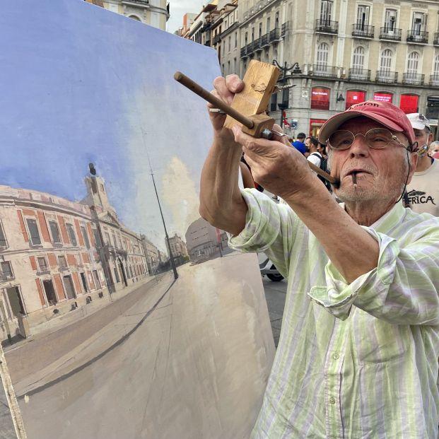 EuropaPress 3842719 pintor antonio lopez pinta puerta sol 14 julio 2021 madrid espana 2010 hace
