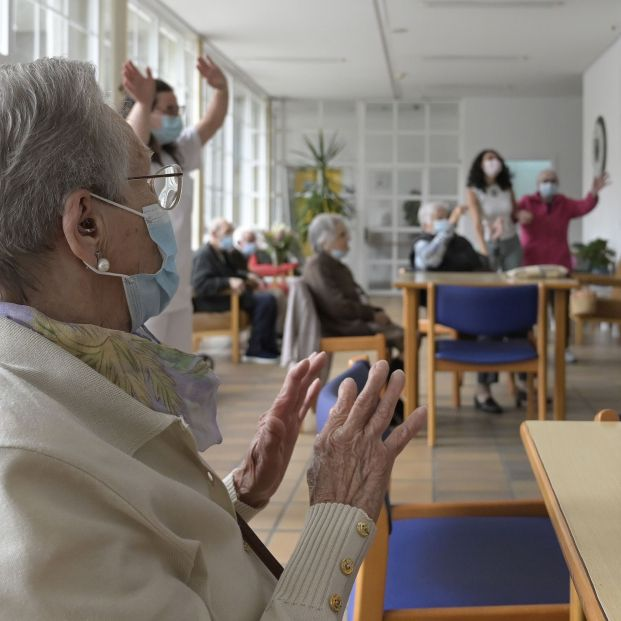 EuropaPress 3794078 varios ancianos salas residencia mayores carballo 19 junio 2021 coruna