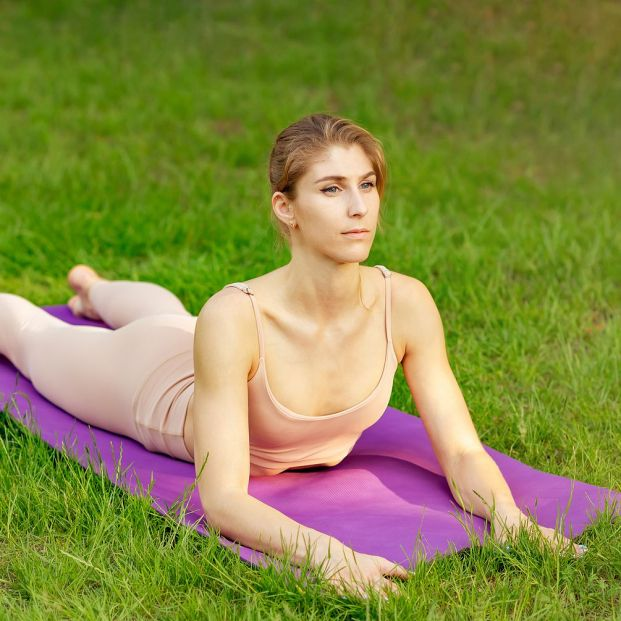 Alivia los síntomas de la escoliosis con estos ejercicios de yoga Foto: bigstock
