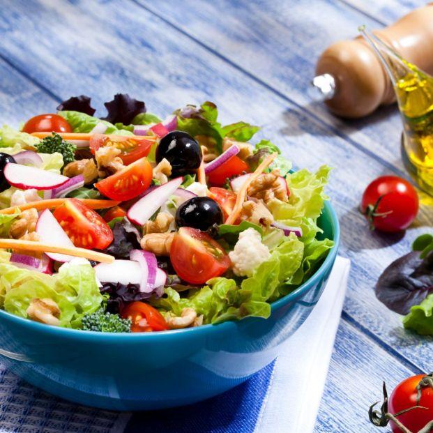 Dale un poco de alegría a tus ensaladas con las salsas que venden en el supermercado