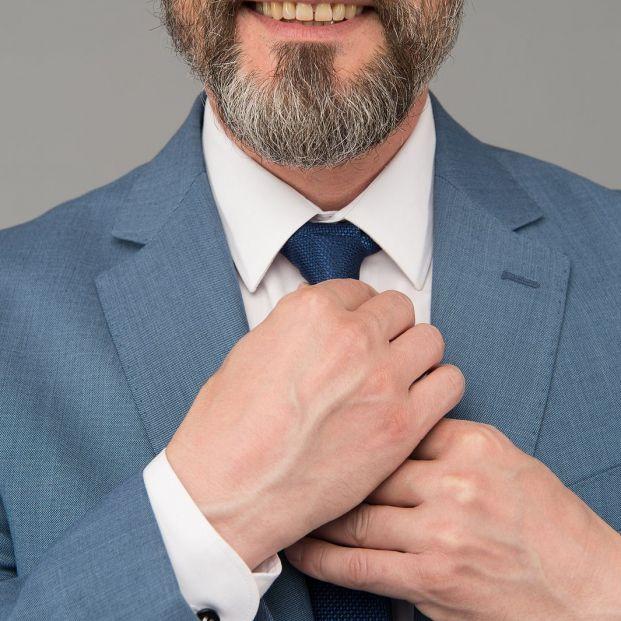 El sencillo truco que te enseña a anudar la corbata en tiempo récord (Foto: Bigstock)