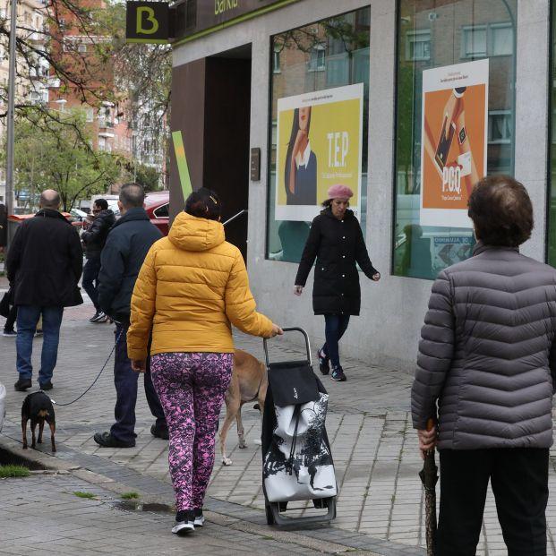 EuropaPress 2773597 personas fila guardan turno entrar oficina bankia dos dias antes entidad