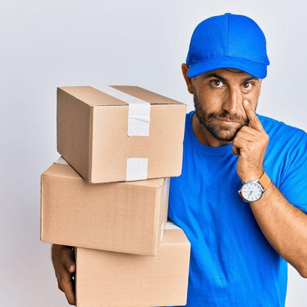 Tu paquete no está retenido en el almacén, es otro intento de fraude (Foto Bigstock)