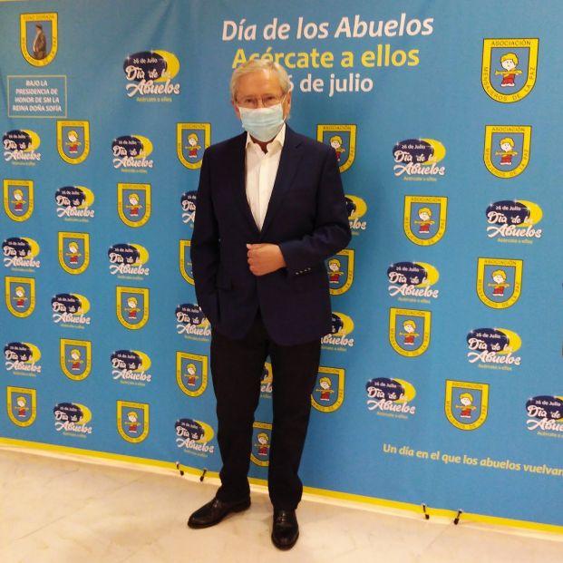 Fernando Ónega, protagonista de la misa del Padre Ángel por el Día de los Abuelos