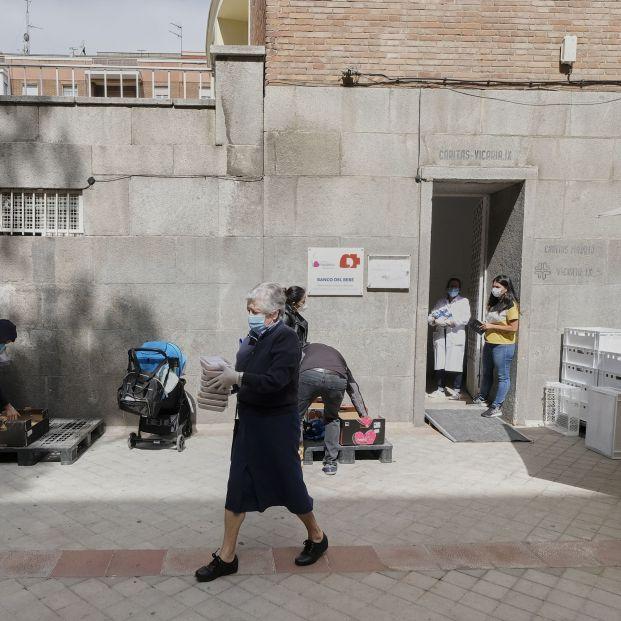 """Crece el número de abuelos en las """"colas del hambre"""", según la Fundación Madrina. Foto: Europa Press"""