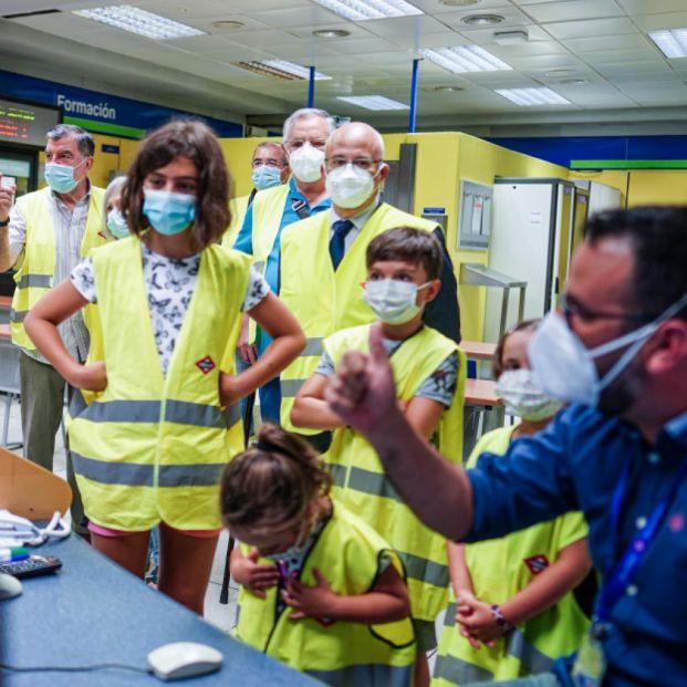 Metro de Madrid abre sus puertas a los abuelos y nietos de sus empleados