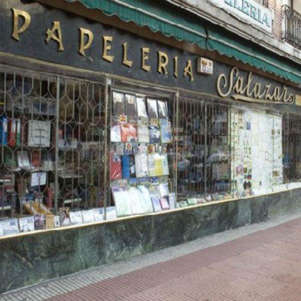 """Salazar, la papelería más longeva de Madrid, se despide: """"¡Ojalá pudiéramos seguir cien años más!"""""""