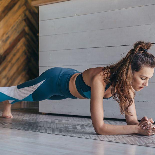 ¿Cansado de hacer abdominales? Estos ejercicios también te ayudarán a tener un vientre plano Foto: bigstock