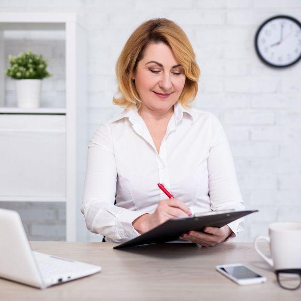 Lista de tareas para hacer ahora que tienes tiempo (Bigstock)