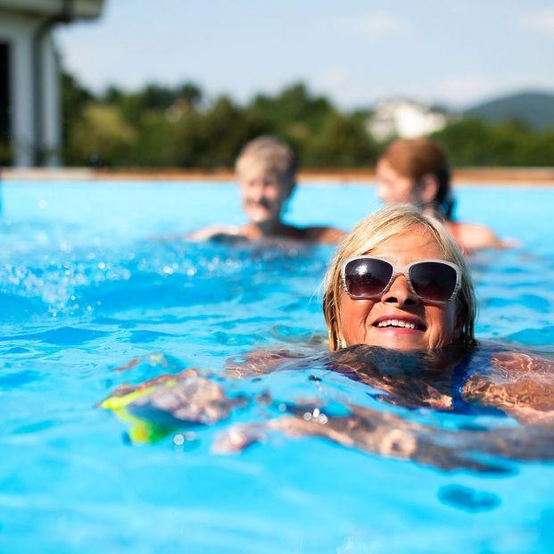 Evita la otitis del nadador en playas y piscinas con estos consejos (Foto Bigstock)