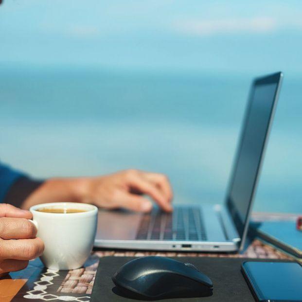 Qué hacer si el sol te impide ver la pantalla del portátil o de la tablet (Foto: BigStock)
