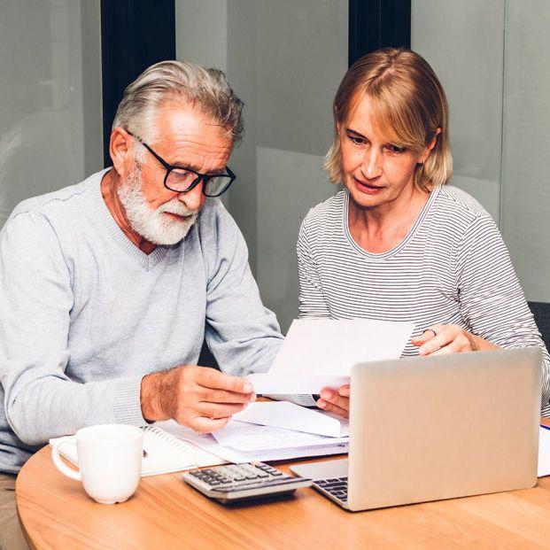 Jubilación anticipada o ayuda para mayores de 52 años, ¿qué me interesa más?