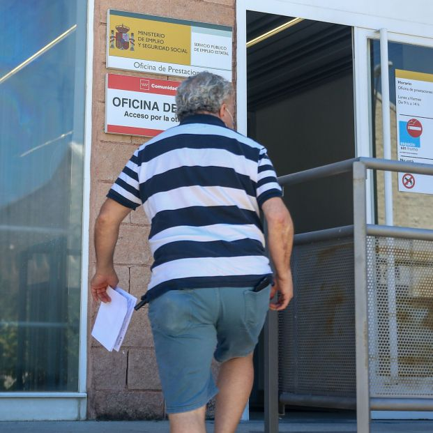 El paro registra en julio su mayor descenso mensual de la historia, con 197.841 desempleados menos