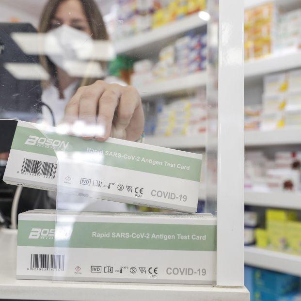¿Qué tengo que hacer si doy positivo en un test de antígenos que he comprado en la farmacia?