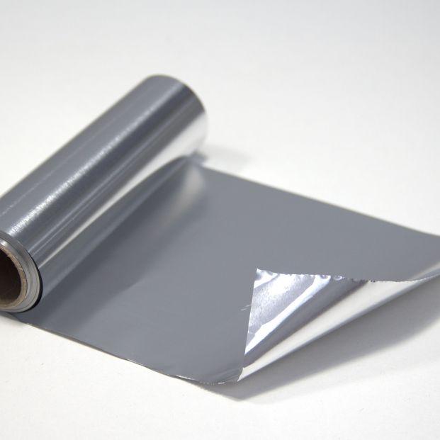 Sal de dudas de una vez con el papel de aluminio: ¿Qué cara va hacia afuera y cuál hacia dentro?