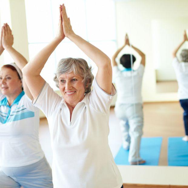 Relájate y pierde peso: cuatro ejercicios para quemar calorías con el yoga