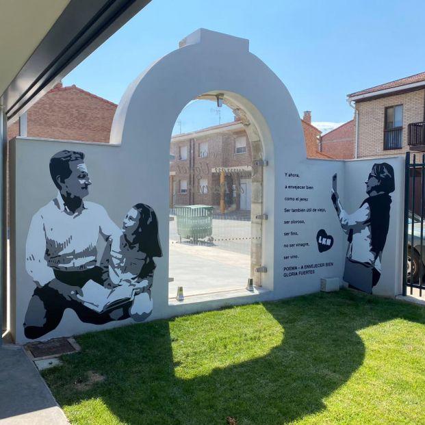 El misterioso mural que homenajea a los mayores en un pueblo de Navarra
