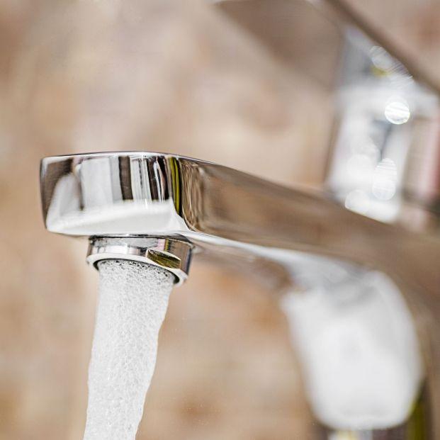 La factura del suministro de agua varía hasta un 479% según un estudio de FACUA en 57 ciudades. Foto: Bigstock