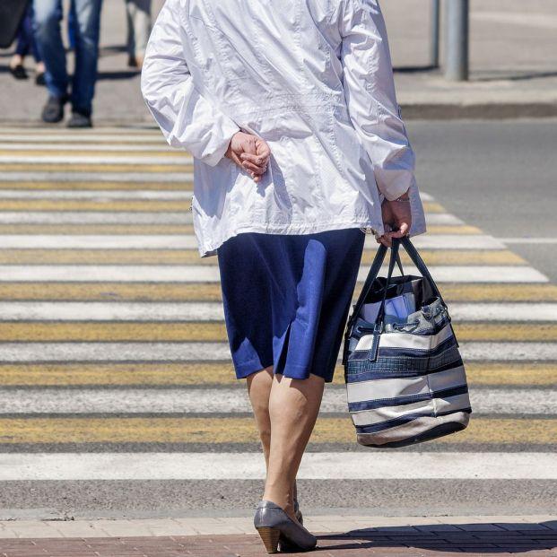 Cuáles son las pautas de seguridad para las personas mayores al salir a la calle (Bigstock)