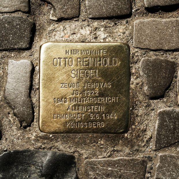 La sorprendente historia de los adoquines Stolpersteine de algunas aceras españolas (Foto Bigstock)