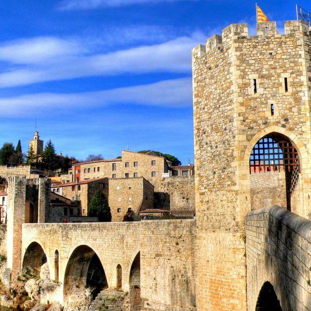 Pueblos españoles donde parece que se ha detenido el tiempo: Besalú, de Cataluña (bigstockphoto)