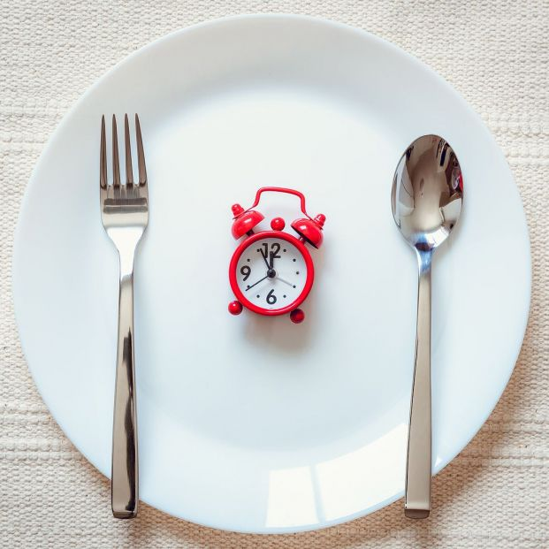 Comer antes de las 3 de la tarde puede ayudarte a adelgazar
