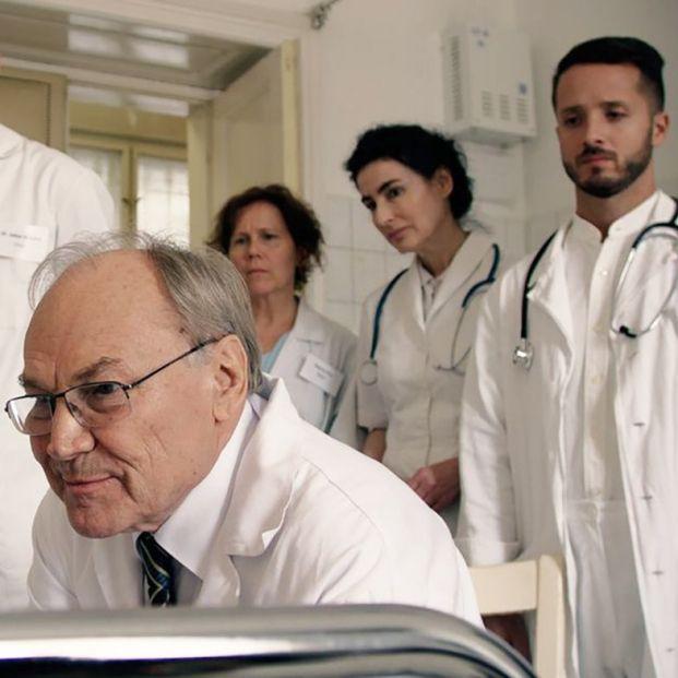 'El médico de Budapest', un cardiólogo en plenas facultades que el sistema decide jubilar