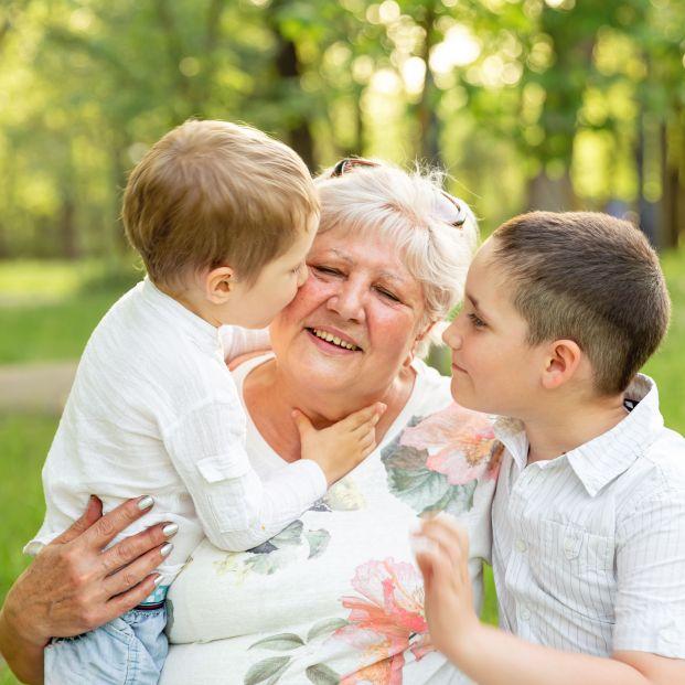 """De abuelas que no sabían escribir, nietos con carreras brillantes: """"Se lo debemos todo a ellas"""""""
