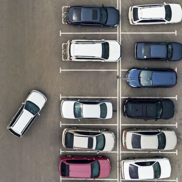 ¿Problemas para aparcar? La DGT da unos trucos para estacionar correctamente el vehículo (BigStock)