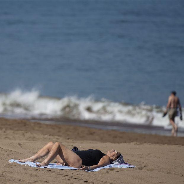 Cómo acabar con las manchas en la piel provocadas por la exposición al sol. Foto: Europa Press