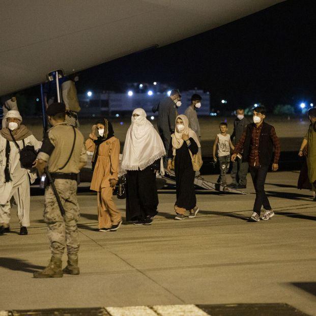 Escrivá, tras la llegada del primer vuelo de Afganistán
