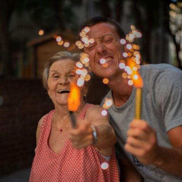 """Rosa, la abuela que arrasa en redes junto a su nieto: """"Me lo paso estupendamente"""""""