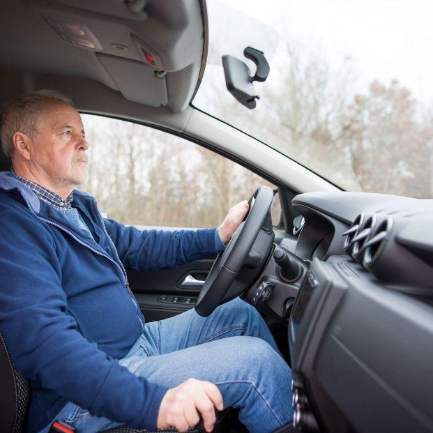 La DGT informa sobre los 8 sistemas que serán obligatorios en el coche a partir de 2022 (Foto: Bigstock)