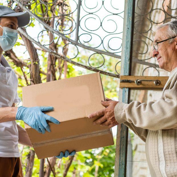 Madrid elimina la lista de espera del servicio de comida a domicilio para mayores de 65 años