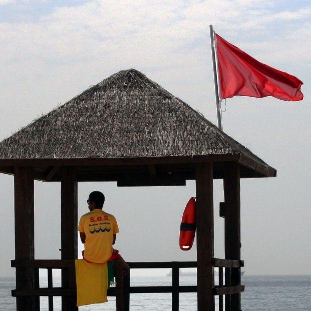Tres playas de Valencia siguen cerradas tras la aparición de una mancha en el agua. foto: europa Press
