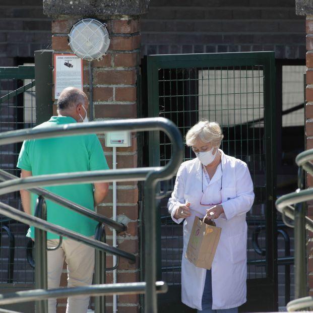 El personal no vacunado de residencias de Euskadi tendrá que someterse a una PCR semanal. Foto: Europa Press