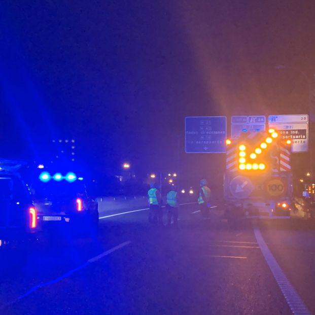 Fallece un joven de 19 años en un accidente de tráfico al impactar contra un camión de conservación