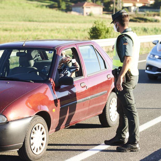 Cuidado: la DGT te puede multar con 3.004 euros si no llevas este documento en el coche. Foto: Europa Press
