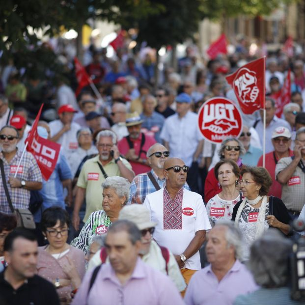 Manifestación en Madrid de pensionistas con motivo del Día Internacional de las Personas Mayores.