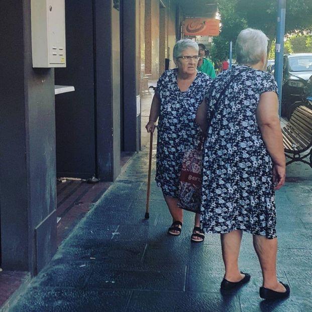 La foto de dos mujeres mayores 'idénticas' que se ha hecho viral