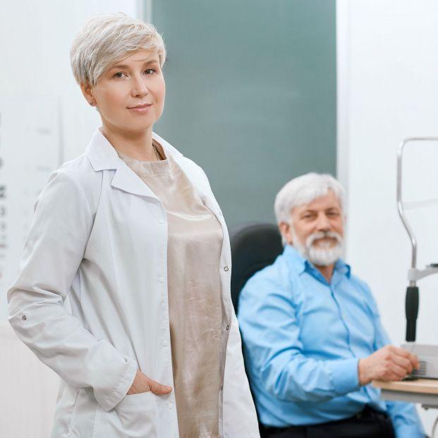 Hay que acudir al oftalmólogo para evitar la degeneración macular (bigstock)