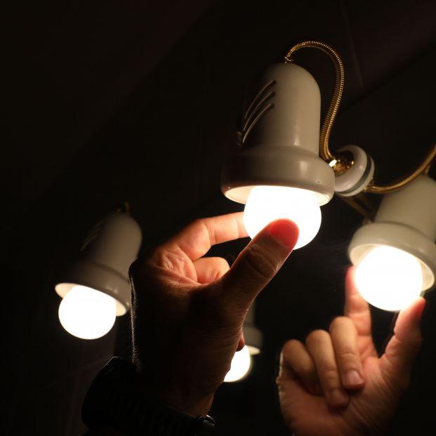 El precio de la luz vuelve a subir, y este miércoles alcanzará su tercer  récord consecutivo