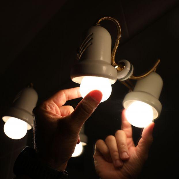 Un pueblo de Madrid se rebela ante las subidas del precio de la luz y deja de pagar a las eléctricas. Foto: Europa Press