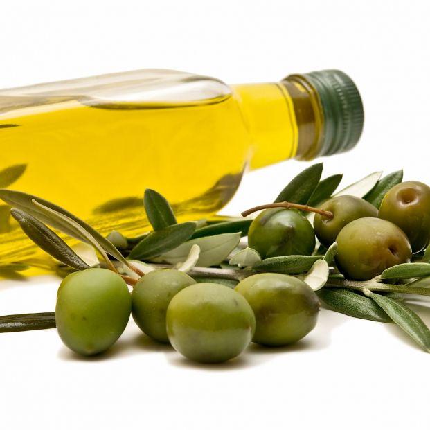 Aceite de oliva, uno de los mejores alimentos para mantener sana la piel (bigstock)
