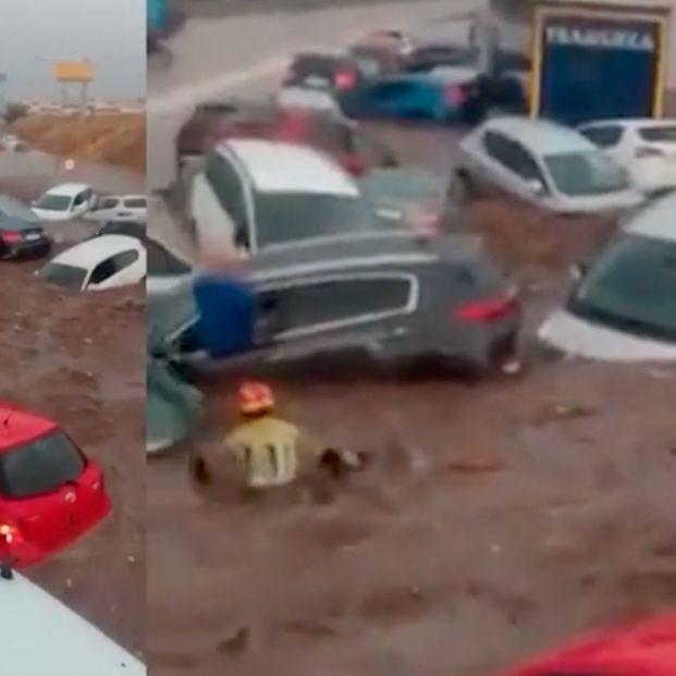 Angustioso rescate de un niño de una montaña de coches sepultados en las inundaciones en Toledo