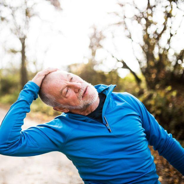 Estiramientos suaves para que los mayores eviten los dolores de espalda