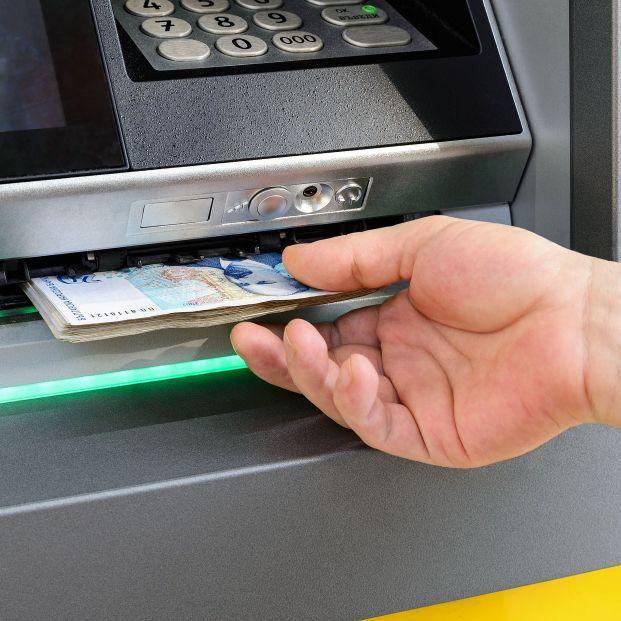 Cuidado con la estafa de la regleta: qué hacer si el cajero no suelta los billetes. Foto: Bigstock