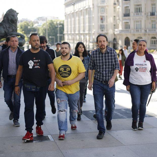 El secretario general de Podemos Pablo Iglesias interviene ante los medios de comunicación tras reunirse con representantes del Comité de Empresa de Amazon para valorar la situación de los trabajadores de la empresa